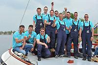SKUTSJESILEN: FRYSLAN: SKS Skûtsjesilen 2014, Schipper  Skûtsje Akkrum, Pieter Meeter en bemanning, ©foto Martin de Jong