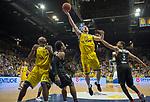 14.04.2018, EWE Arena, Oldenburg, GER, BBL, EWE Baskets Oldenburg vs s.Oliver W&uuml;rzburg, im Bild<br /> unter dem Korb<br /> Rickey PAULDING (EWE Baskets Oldenburg #23),Philipp SCHWETHELM(EWE Baskets Oldenburg #33)<br /> Clifford HAMMONDS (s.Oliver W&uuml;rzburg #25 ), Abdul GADDY (s.Oliver W&uuml;rzburg #3 )<br /> Foto &copy; nordphoto / Rojahn