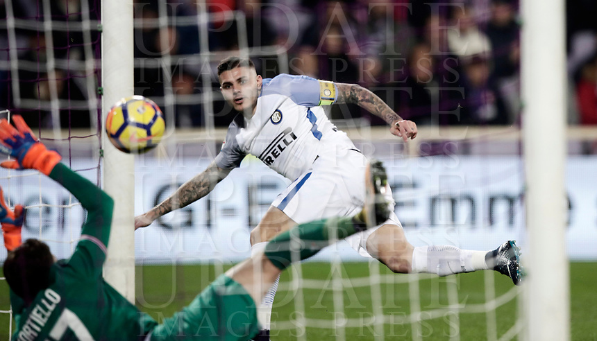 Calcio, Serie A: Fiorentina - Inter, stadio Artemio Franchi Firenze 5 gennaio 2018.<br /> Inter's Mauro Icardi scores during the Italian Serie A football match between Fiorentina and Inter Milan at Florence's Artemio Franchi stadium, January 5 2018.<br /> UPDATE IMAGES PRESS/Isabella Bonotto
