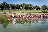 De danske dragebådskvinder var oppe mod to amerikanske hold, et australsk og et italiensk og vandt i tiden 2:40,06 foran nummer to i tiden 2:44,22. Today is raceday number two 1rst heat.  IBCPC Dragon Boat Festival i Firenze er en dragebådsfestival for brystkraftramte kvinder. Copenhagen Dragonboat Team deltager med godt 20 kvinder i alderen fra 25 til 62.<br /> <br /> Foto: Jens Panduro<br /> <br /> The IBCPC Dragon Boat Festival is held every four years under the auspices of the International Breast Cancer Paddler's Commission. The Festival is an international non-competitive participatory event targeting Breast Cancer Survivors teams who engage in Dragon Boat activities as post-operative rehabilitation. Born from the idea of a Canadian sports medicine physician, Doctor Don McKenzie about twenty years ago, Dragon Boat paddling has become a rehabilitation therapy for tens of thousands of men and women worldwide, who have undergone surgery.<br /> For the first time since its institution in 2005, the IBCPC FESTIVAL will be held in Europe – in Italy!! The Florence 2018 Festival will involve 129 teams from 17 countries , and for the very first time ALL the continents are represented.<br /> Organised and promoted by FIRENZE IN ROSA Onlus as the official Organising Committee, the Florence Festival will be a sporting event but above all a social occasion in which Florence will welcome from 4,000 to 5,000 people from all over the world. The participants are mainly women between the ages of 20 and 80, who will meet to take part in the exciting Dragon Boat races, paddling together on the Arno. They will also be accompanied by their friends and family, their faithful and enthusiastic supporters.