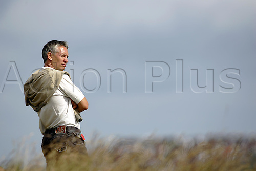15 July 2005:  TV Commentator Gary Lineker 15th, 2005 Open Championship. Photo: Glyn Kirk/Actionplus....050715.   15 July 2005: BBC Sports presenter Gary Lineker watching during the second round of The Open Championship, The Old Course at St Andrews, Scotland. Photo: Glyn Kirk/Actionplus...050715 golf major spectator celebrity