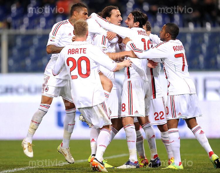 FUSSBALL INTERNATIONAL   SERIE A   SAISON 2011/2012    Genua - AC Mailand   02.12.2011 Ignazio Abate, Zlatan Ibrahimovic , Alberto Aquilani (v. li., AC Mailand)