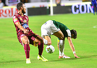 IBAGUE – COLOMBIA, 03-10-2019: Juan Pablo Nieto del Tolima disputa el balón con Matias Cabrera del Cali durante partido entre Deportes Tolima y Deportivo Cali por la fecha 14 de la Liga Águila II 2019 jugado en el estadio Manuel Murillo Toro de la ciudad de Ibagué. / Juan Pablo Nieto of Tolima struggles the ball with Matias Cabrera of Cali during match between Deportes Tolima and Deportivo Cali for the date 14 as part of Aguila League II 2019 played at Manuel Murillo Toro stadium in Ibague. Photo: VizzorImage / Juan Carlos Escobar / Cont