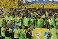 BARRANQUILLA- COLOMBIA -17-11-2016: Los jugadores de Atletico Nacional, celebran con el trofeo como campeones de la Copa Aguila 2016, en partido jugado en el estadio Metropolitano Roberto Melendez de la ciudad de Barranquilla. / The players of Atletico Nacional, celebrate with the trophy as champions of the Copa Aguila 2016 in a match played at the Metropolitano Roberto Melendez Stadium in Barranquilla city, Photo: VizzorImage / Alfonso Cervantes / Cont.