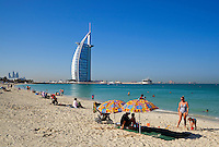United Arab Emirates, Dubai: Public beach next to Burj Al Arab | Vereinigte Arabische Emirate, Dubai: Strand, das Burj al Arab