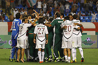 RIO DE JANEIRO, RJ, 23 DE FEVEREIRO 2012 - CAMPEONATO CARIOCA - SEMIFINAL - TAÇA GUANABARA - BOTAFOGO X FLUMINENSE - Jogadores do Fluminense comemoram a classificação, durante contra o Botafogo, pela semifinal da Taça Guanabara, no estádio Engenhão, na cidade do Rio de Janeiro, nesta quinta-feira, 23. FOTO: BRUNO TURANO – BRAZIL PHOTO PRESS enquanto Loco Abreu lamenta o pênalti perdido, durante partida entre Botafogo x Fluminense, pela semifinal da Taça Guanabara, no estádio Engenhão, na cidade do Rio de Janeiro, nesta quinta-feira, 23. FOTO: BRUNO TURANO – BRAZIL PHOTO PRESS jogador do Botafogo, durante partida contra o Fluminense, pela semifinal da Taça Guanabara, no estádio Engenhão, na cidade do Rio de Janeiro, nesta quinta-feira, 23. FOTO: BRUNO TURANO – BRAZIL PHOTO PRESS