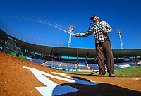 Juan Francisco Velarde Valencia de 72 a&ntilde;os trabaja desde 1976 en el estadio Manuel &ldquo;Cicl&oacute;n &ldquo; Echeverr&iacute;a, la casa de los Mayos de Navojoa de La Liga Mexicana del Pacifico, le ha tocado vivir los dos campeonatos de su equipo. Juan narra detalles de aquella final del a&ntilde;o 1979 #MayosdeNavojoa #mayos #seriefinalLMP #LMP #tomaterosdeculiacan <br /> Navojoa sonora a 27 enero 2017<br /> <br /> Aspectos previos al partido de beisbol numero 6 de la serie final entre Mayos de Navojoa vs Tomateros de Culiacan celebrado en Estadio Manuel &uml;Ciclon&uml;  Echeverria. Temporada 2018 de la Liga Mexicana del Pacifico. Navojoa Sonora a  27 enero 2018.  <br /> (Foto:Luis Gutierrez/NortePhoto.com)