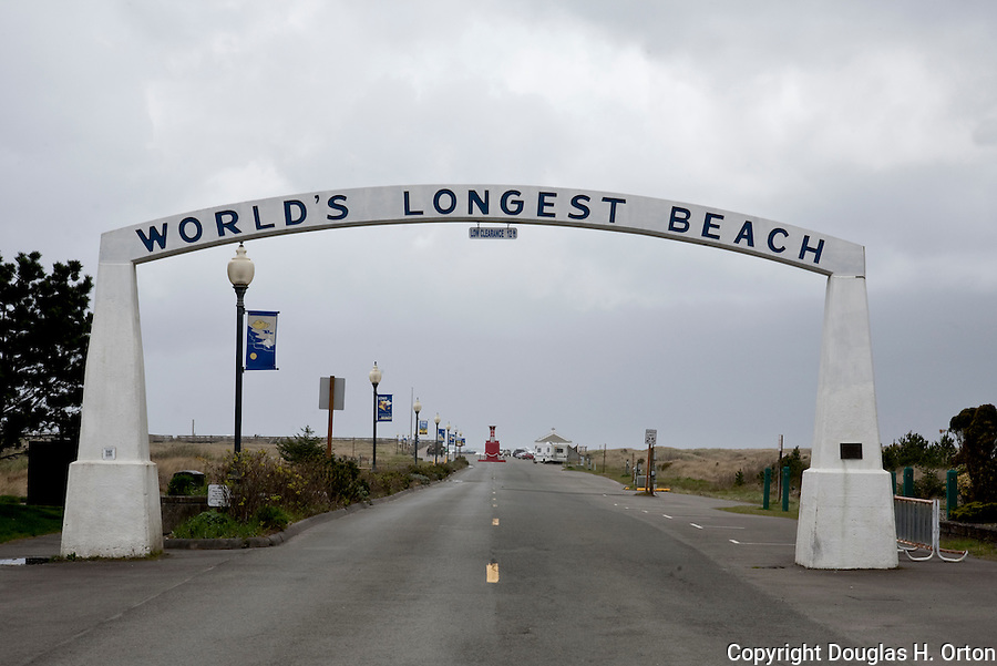 "Marking the main City of Long Beach entrance to Washington's Long Beach, the Pacific Ocean side of the Long Beach Penninsula.  Said to be the ""World's Longest Beach"". Olympic Peninsula"