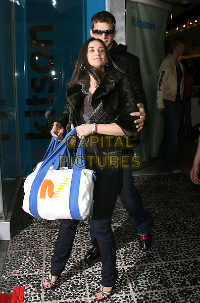 ASHTON KUTCHER & DEMI MOORE.Rebel Yell Spring Launch Party - Arrivals held at Kitson, .Beverly Hills, California, USA, .19 February 2006..full length celebrity couple married husband wife bags .Ref: ADM/ZL.www.capitalpictures.com.sales@capitalpictures.com.©Zach Lipp/AdMedia/Capital Pictures