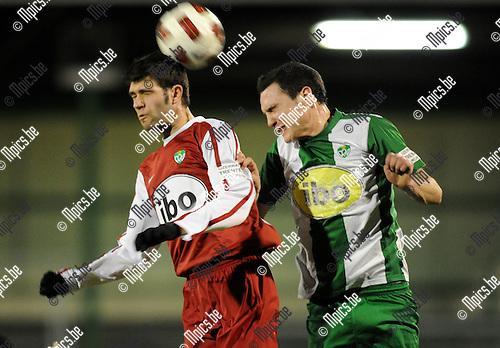 2011-03-12 / Voetball / seizoen 2010-2011 / RC Mechelen - Verbr. Meldert / Kenny Jacobs met Bert Tuteleers (r, RCM)..Foto: Mpics