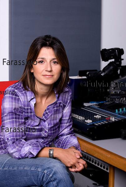 Tiziana Prezzo nello studio di montaggio di Sky - Tg 24; Tiziana Prezzo in the editing studio of Sky - Tg 24