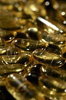De eficácia já comprovada, pelo uso experimental, por grande parte das comunidades nativas da Amazônia, começa a ter suas propriedades terapêuticas alardeadas em toda a parte. Tem origem no caule da árvore. O óleo de copaíba é um fabuloso bactericida e anti-inflamatório, sendo indicado para uso externo. Seu uso interno  está sendo pesquisado . É utilizada tradicionalmente pelos nativos da Amazônia, <br /> Foto Carlos Borges