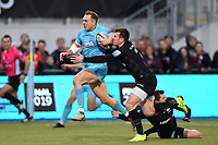 Perry Humphreys of Worcester Warriors gets past Ben Spencer of Saracens. Gallagher Premiership match, between Saracens and Worcester Warriors on December 29, 2018 at Allianz Park in London, England. Photo by: Patrick Khachfe / JMP