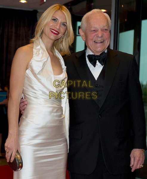 Claire Danes and Bob Schieffer.2012 White House Correspondents Association (WHCA) Annual Dinner held at the Washington Hilton Hotel, Washington, D.C., USA..April 28th, 2012.half length white dress halterneck black tuxedo clutch bag.CAP/ADM/RS.©Ron Sachs/CNP/AdMedia/Capital Pictures.