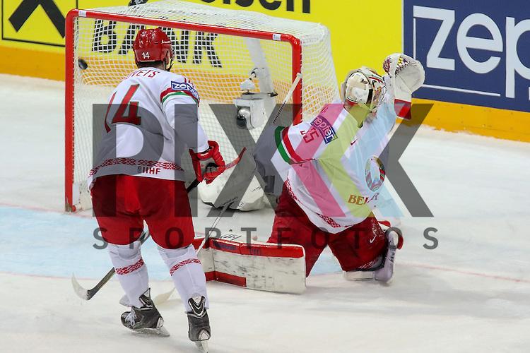 Belarus Lalande, Kevin (Nr.35)(CSKA Moscow) kann den Puck nicht halten, Tor Kanada im Spiel IIHF WC15 Canada vs. Belarus<br /> <br /> Foto &copy; P-I-X.org *** Foto ist honorarpflichtig! *** Auf Anfrage in hoeherer Qualitaet/Aufloesung. Belegexemplar erbeten. Veroeffentlichung ausschliesslich fuer journalistisch-publizistische Zwecke. For editorial use only.
