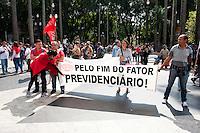 SAO PAULO, SP, 01.05.2015 - Diversos movimentos sociais e de trabalhadores, promovem ato pela melhoria das condições de trabalho e contra o PL 4330 nessa data do Dia do Trabalhador, na Praça da Sé, nessa sexta-feira 01. ( Foto: Gabriel Soares/ Brazil Photo Press)