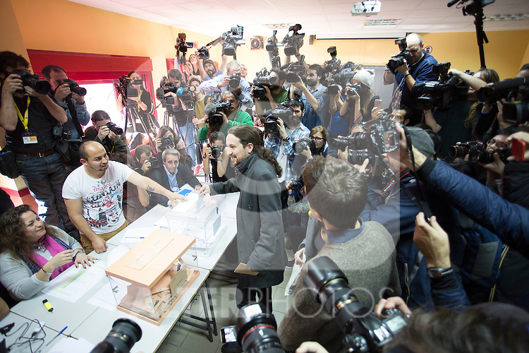 Pablo Iglesias, leader of Podemos party, casts his vote for the national elections in Madrid, Spain. December 20, 2015. (ALTERPHOTOS/Victor Blanco)
