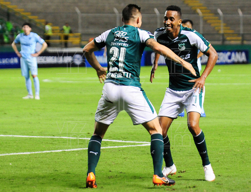 PALMIRA - COLOMBIA-18-07-2018: Jhon Mosquera (Der) jugador del Deportivo Cali (COL) celebra después de anotar el primer gol de su equipo a Bolívar (BOL) durante partido de la segunda fase, llave 8, por la Copa CONMEBOL Sudamericana 2018 jugado en el estadio Palmaseca de la ciudad de Palmira. / Jhon Mosquera (R) player of Deportivo Cali (COL) celebrates after scoring the first goal of his team to Bolivar (BOL) during match of the second phase, key 8, for the CONMEBOL Sudamericana Cup 2018 played at Palmaseca stadium in Palmira city.  Photo: VizzorImage/ Nelson Rios / Cont