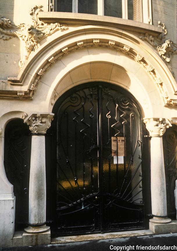 Jules Lavirotte: Rue Sedillot. Entry door.