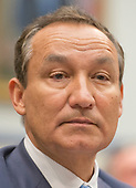 Oscar Munoz, Chief Executive Officer, United Airlines, waits to give testimony before the United States House Committee on Transportation and Infrastructure hearing concerning airline customer service issues in Washington, DC on Tuesday, May 2, 2017.<br /> Credit: Ron Sachs / CNP