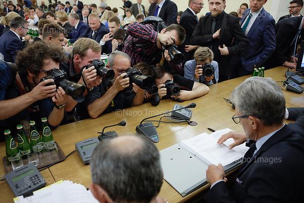 WARSZAWA, 19/07/2017:<br /> Fotoreporterzy robia zdjecia podczas posiedzenia komisji sprawiedliwosci do reformy sadownictwa proponowanej przez PiS. Poslowie protestuja podczas sejmowej komisji sprawiedliwosci przeciwko nowemu prawu ktore spowoduje ze sedziowie Sadu Najwyzszego beda wybierani przez Sejm, a obecni straca stanowiska (poza wskazanymi przez ministra sprawiedliwosci)<br /> n/z po prawej sedzia Stanislaw Piotrowicz<br /> Fot: Piotr Malecki /  Napo Images<br /> <br /> WARSAW, POLAND, JULY 20, 2017:<br /> Opposition protests against the new law introduced by ruling party PiS (Law &amp; Justice), during the Justice Commission sitting at the Sejm, Polish parliamament. The proposed law will make the judges of Supreme Court of Poland elected by the parliament, where PiS has majority. Also, all present judges except for the ones shown by the Justice ministery will be fired. Opposition points that all these measure are unconstitutional.<br /> (Photo by Piotr Malecki /  Napo Images)<br /> <br /> <br /> <br /> ###  Cena minimalna: 100 PLN ### Zakaz publikacji w Gazecie Polskiej ###