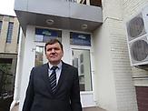 Serhij Horbatiuk vor dem Justitgebäude in Kiew,  vor dem er sich wegen dem Vorwurf, ineffizient zu arbeiten, verantworten muss. Er ist Leiter einer Sonderabteilung der ukrainischen Justiz, die sich mit der kritischen Aufarbeitung der Gewalttaten während des Maidans beschäftigt.