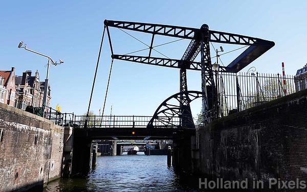 Nederland -  Amsterdam -  april 2019.  Brug bij de Scharrebiersluis.    Foto Berlinda van Dam / Hollandse Hoogte