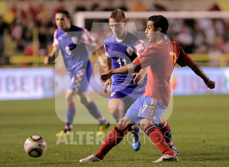 Spain's Thiago Alcantara (r) and Croatia's Dejan Skolnik during UEFA Under21 Eurocup qualifying match.October 9,2010. (ALTERPHOTOS/Acero)