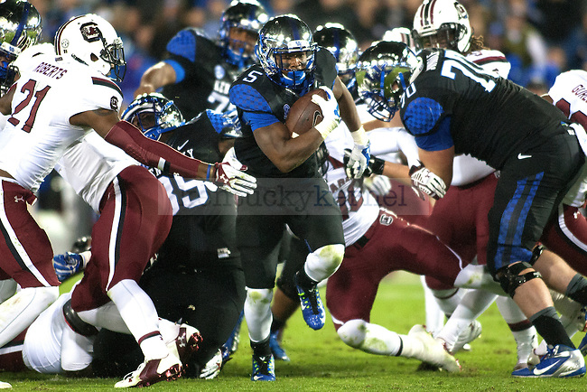Kentucky Wildcats running back Braylon Heard runs for a touchdown during the first half against the South Carolina Gamecocks at Commonwealth Stadium on Saturday, October 4, 2014 in Lexington, Ky. Kentucky upset South Carolina 45-38. Photo by Michael Reaves | Staff
