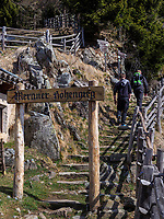 Meraner H&ouml;henweg bei der Leiteralm, Algund-Lagundo, Provinz Bozen &ndash; S&uuml;dtirol, Italien<br /> Meran ridgeway near Leiter alp, Algund-Lagundo, province Bozen-South Tyrol, Italy