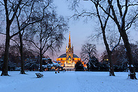 Great Britain, England, London, Kensington Gardens: Royal Albert Hall and Albert Memorial in snow from Kensington Gardens | Grossbritannien, England, London, Kensington Gardens: Royal Albert Hall und The Albert Memorial im Schnee