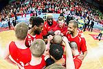 ****BETALBILD**** <br /> Uppsala 2015-04-24 Basket SM-Final 3 Uppsala Basket - S&ouml;dert&auml;lje Kings :  <br /> Uppsalas Brice Massamba jublar i en ring med lagkamrater Oluoma Nnamaka , Johan Jeansson , Dwight Anthony Burke , Thomas Jackson med flera efter matchen mellan Uppsala Basket och S&ouml;dert&auml;lje Kings <br /> (Foto: Kenta J&ouml;nsson) Nyckelord:  Basket Basketligan SM SM-final Final Fyrishov Uppsala S&ouml;dert&auml;lje Kings SBBK jubel gl&auml;dje lycka glad happy