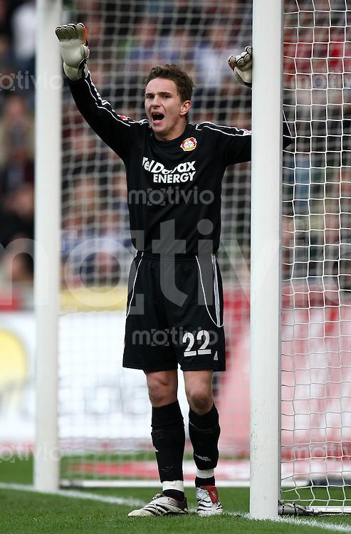 FUSSBALL     1. BUNDESLIGA     SAISON 2007/2008   21. SPIELTAG Bayer 04 Leverkusen - FC Schalke 04           23.02.2008 Benedikt FERNANDEZ (Bayer 04 Leverkusen) am Torpfosten