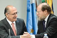 SAO PAULO, SP, 13 de MAIO 2013 - DECRETO LEI - Desembagor Newton de Lucca e o  governador Geraldo Alckmin durante a assinatura do decreto que regulamenta a lei que pune empresas que utilizarem trabalho análago à escravidão, nesta segunda-feira, 13, no Tribunal Regional Federal, na Av. Paulista. (FOTO: ADRIANO LIMA / BRAZIL PHOTO PRESS).