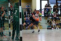Patrick Scholdt (Crumstadt/Goddelau) wirft gegen Marc Bockard (Erfelden) - 12.03.2017: ESG Crumstadt/Goddelau vs. ESG Erfelden, Sporthalle Martin-Niemöller Schule