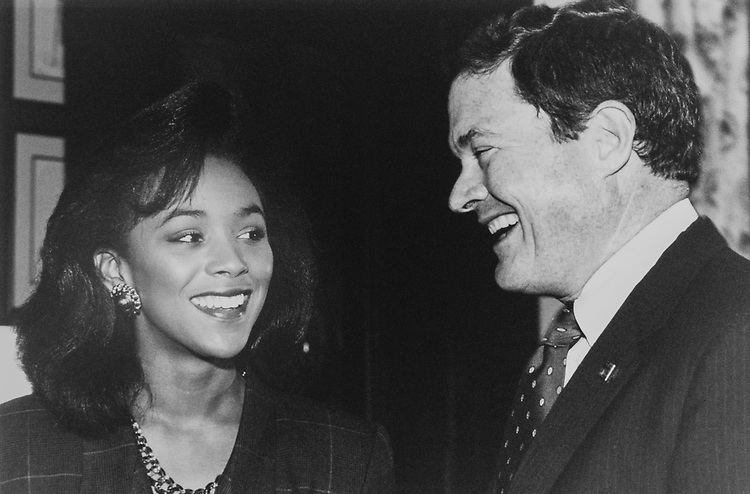 Miss America, Debbye Turner and Sen. Kit Bond, R-Mo., on Oct. 2, 1989. (Photo by Laura Patterson/CQ Roll Call via Getty Images)