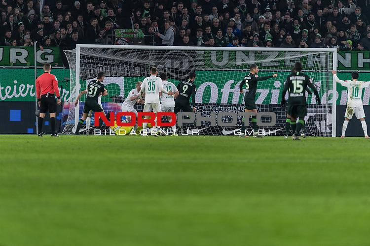 01.12.2019, Volkswagen Arena, Wolfsburg, GER, 1.FBL, VfL Wolfsburg vs SV Werder Bremen<br /> <br /> DFL REGULATIONS PROHIBIT ANY USE OF PHOTOGRAPHS AS IMAGE SEQUENCES AND/OR QUASI-VIDEO.<br /> <br /> im Bild / picture shows<br /> Tor 1:1, <br /> Wout Weghorst (VFL Wolfsburg #09) zum 1:1 gegen Jiri Pavlenka (Werder Bremen #01), <br /> <br /> Foto © nordphoto / Ewert