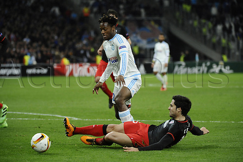 18.02.2016. Marseille, France. UEFA Europa league football. Marseille versus Athletic Bilbao.  Batshuayi (OM) challenged by Mikel San José