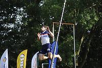 FIERLJEPPEN: GRIJPSKERK: 27-08-2016, Nederlands Kampioenschap Fierljeppen/Polsstokverspringen, Oane Galama grijpt in zijn laatste sprong mis, ©foto Martin de Jong