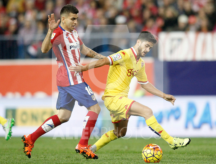 Atletico de Madrid's Angel Correa (l) and Sporting de Gijon's Nacho Cases during La Liga match. November 8,2015. (ALTERPHOTOS/Acero)