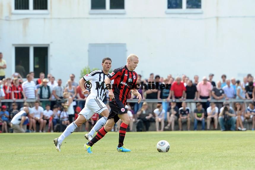 Sebastian Rode (Eintracht) setzt sich durch - Eintracht Frankfurt vs. VfR Aalen