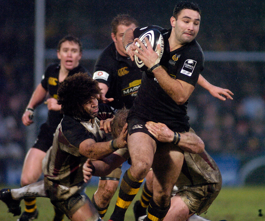 Photo: Jonathan Butler..London Wasps v Newcastle Falcons. Guinness Premiership. 08/01/2006..Wasps' Jeremy Staunton attacks.