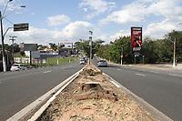 CAMPINAS, SP, 30.07.2019: TRÂNSITO-SP - Árvores foram cortada na rodovia Heitor Penteado em Campinas. (Foto: Luciano Claudino/Código19)