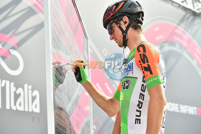 Giulio Ciccone (ITA) Bardiana-CSF at sign on before the start of Stage 20 of the 2018 Giro d'Italia, running 214km from Susa to Cervinia is the final mountain stage, with the last three climbs of Giro 101 deciding the GC of the Corsa Rosa, Italy. 26th May 2018.<br /> Picture: LaPresse/Massimo Paolone | Cyclefile<br /> <br /> <br /> All photos usage must carry mandatory copyright credit (© Cyclefile | LaPresse/Massimo Paolone)