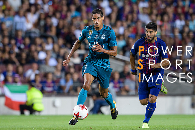Raphael Varane of Real Madrid (L) plays against Luis Suarez of FC Barcelona (R) during the Supercopa de Espana Final 1st Leg match between FC Barcelona and Real Madrid at Camp Nou on August 13, 2017 in Barcelona, Spain. Photo by Marcio Rodrigo Machado / Power Sport Images