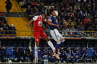 BOGOTA - COLOMBIA, 15-01-2019: Juan Daniel Roa (Izq) Jugador del Independiente Santa Fe, disputa balon con Cristian Huerfano (Der) jugador de Millonarios, durante partido entre Independiente Santa Fe y Millonarios, por el Torneo Fox Sports 2019, jugado en el estadio Nemesio Camacho El Campin de la ciudad de Bogota. / Juan Daniel Roa (L) player of Independiente Santa Fe vies for the ball with Cristian Huerfano (R) Player of Millonarios during a match between Independiente Santa Fe and Millonarios, for the Fox Sports Tournament 2019, played at the Nemesio Camacho El Campin stadium in the city of Bogota. Photo: VizzorImage / Diego Cuevas / Cont.