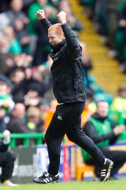 Neil Lennon celebrates as Robbie Keane scores for Celtic