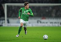 FUSSBALL   1. BUNDESLIGA   SAISON 2011/2012   19. SPIELTAG Werder Bremen - Bayer 04 Leverkusen                    28.01.2012 Clemens Fritz (SV Werder Bremen) Einzelaktion am Ball