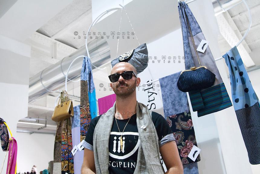 So Critical So Fashion 2011.  Tiziano Tarantini, Moustache Style. Milano, 23 settembre 2011...So Critical So Fashion 2011. Tiziano Tarantini, Moustache Style. Milan, September 23, 2011.