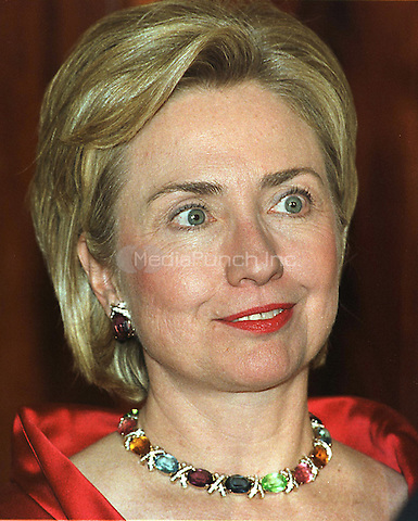 First lady Hillary Rodham Clinton greets guests to the State Dinner in honor of President Andres Pastrana of Columbia at The White House in Washington, DC on 28 October, 1998.<br /> Credit: Ron Sachs / CNP/MediaPunch